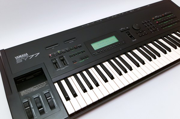 Yamaha SY-77 Synthesizer