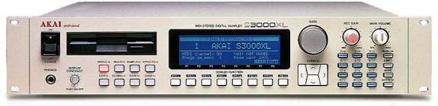 Akai S3000XL Sampler